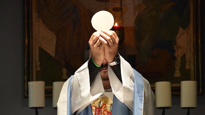 Como rezar a oração para Comunhão Espiritual?